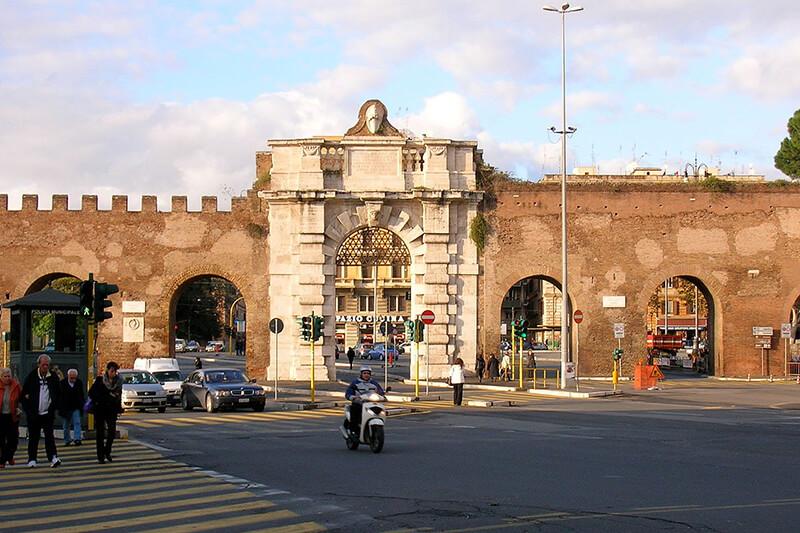 Porta de San Giovanni em Roma