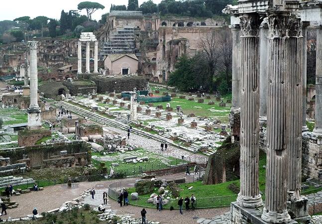 Sobre o Fórum romano em Roma
