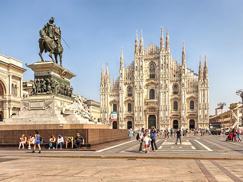 Piazza Duomo no Verão em Milão