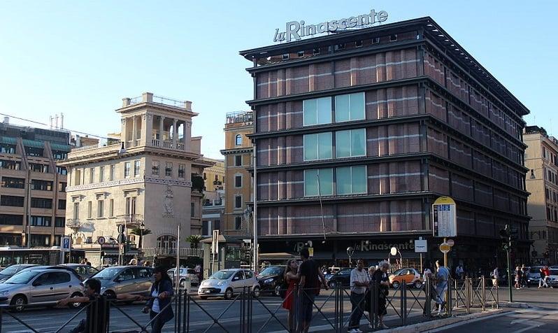 Compra de perfumes na loja La Rinascente em Roma