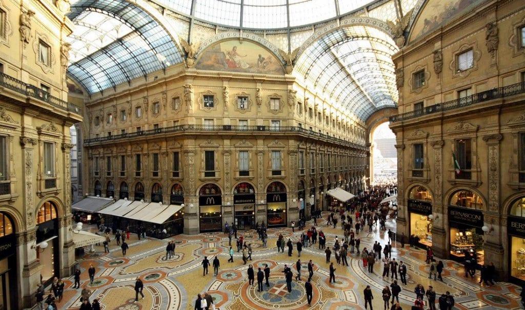 Interior da Galeria Vittorio Emanuele II em Milão