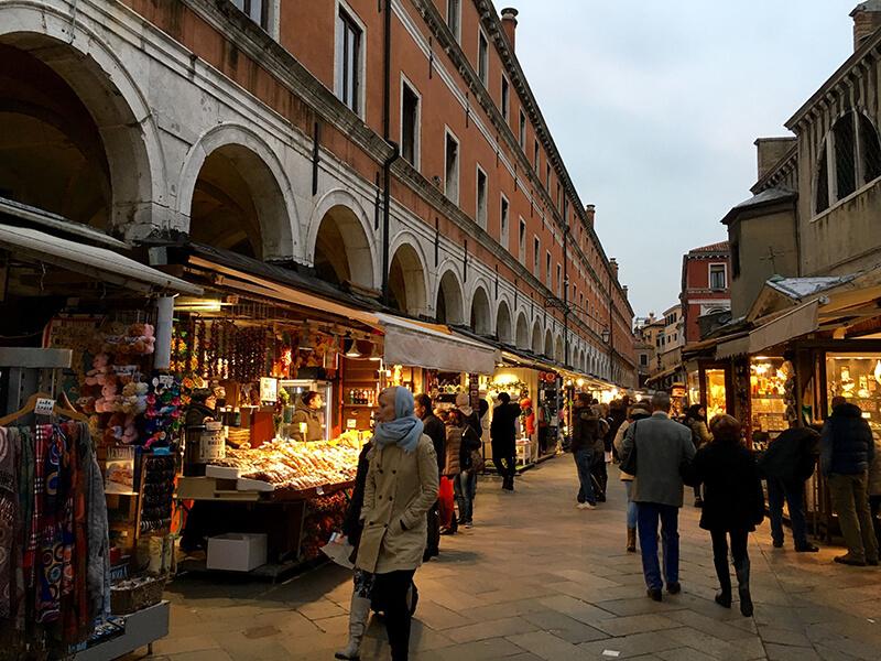 Mercado Rialto em Veneza