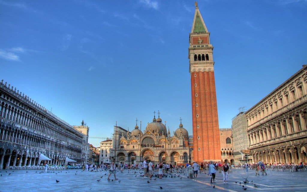 Praça e Basílica de São Marcos em Veneza