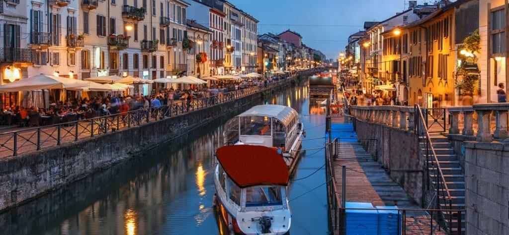 Noite de Navigli em Milão