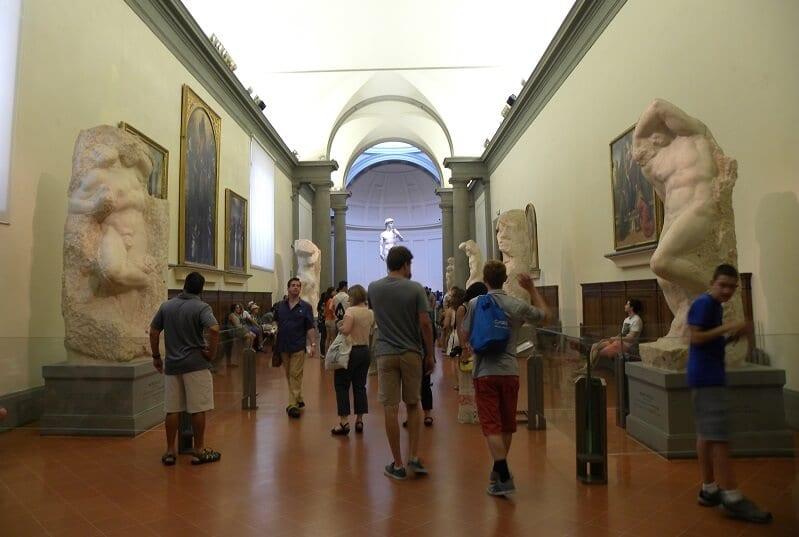 Atrações da Galeria da Academia de Belas Artes em Florença