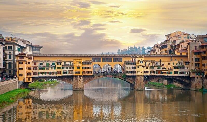 Pôr do sol na Ponte Vecchio em Florença