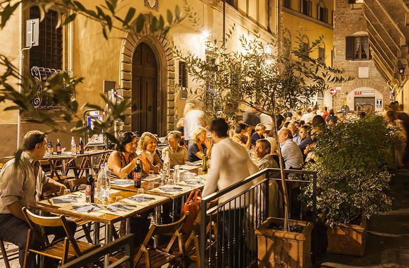 Bar com mesas ao ar livre em Florença