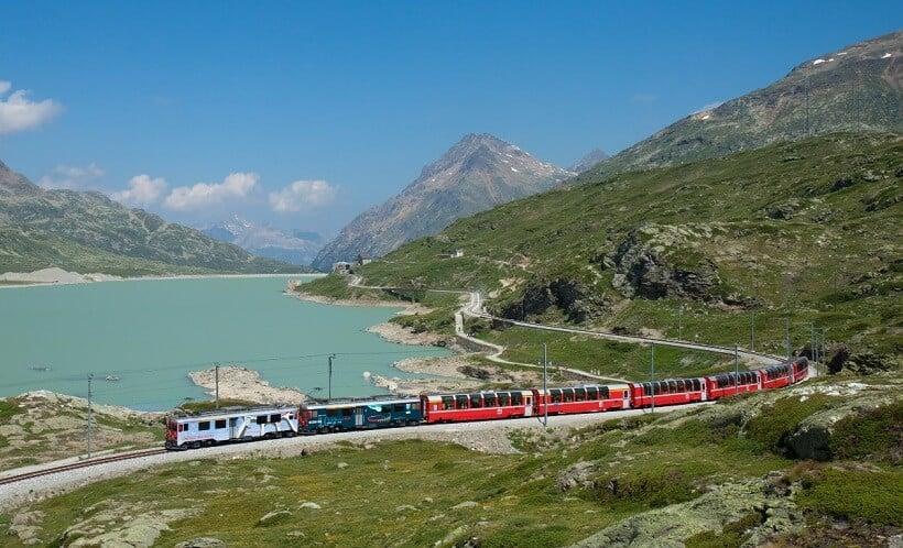 Trens em Milão e em toda a Itália