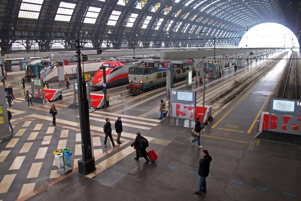 Estações de trem em Milão na Itália