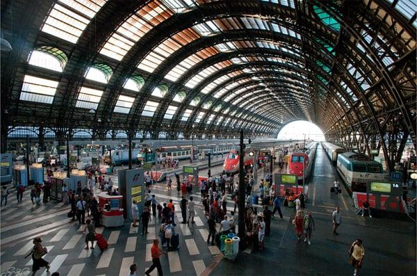 Estações de trem de Milão na Itália