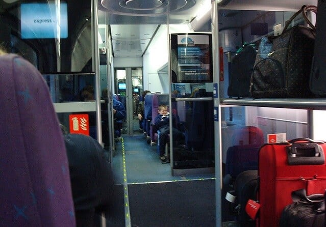 Bagagens nos trens de Milão e da Itália