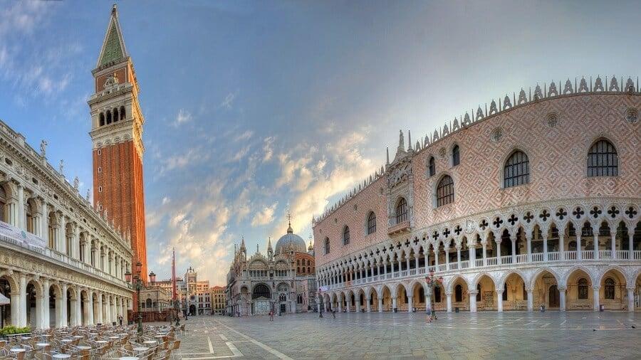 Praça de São Marcos para um passeio romântico em Veneza