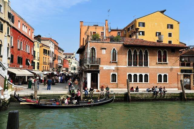 Compras na região Cannaregio em Veneza