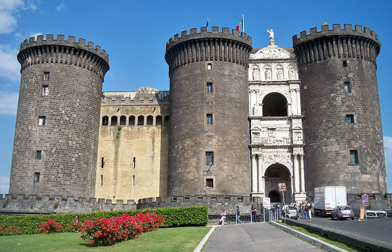 Castelo Nuovo em Nápoles