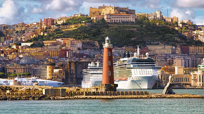 Meses de alta e baixa temporada em Nápoles