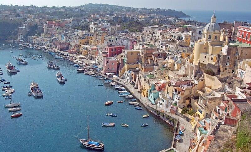 Vista da cidade de Nápoles na Itália