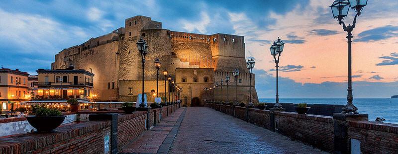 Castelo do Ovo em Nápoles