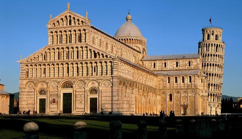 Praça da Catedral em Pisa
