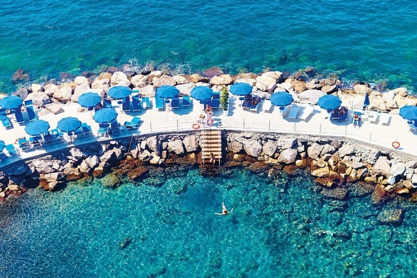 Vista da praia de Sorrento