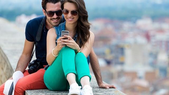 Usar o celular em Positano