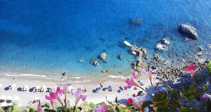 Vista Aérea da Praia Duoglio em Amalfi