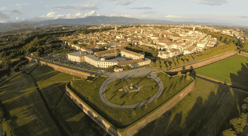 Vista panorâmica da cidade de Lucca, na Itália