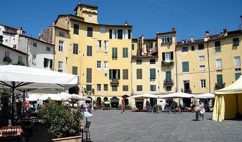 Piazza Anfiteatro em Lucca