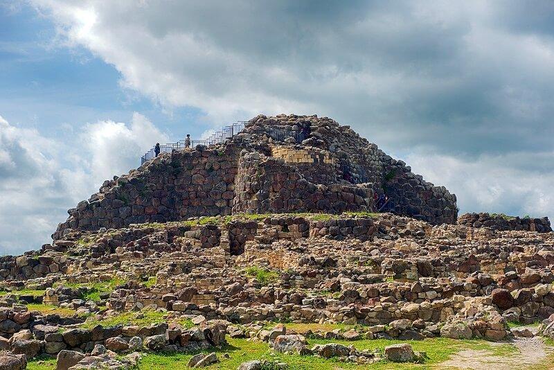 Sítio arqueológico Su Nuraxi em Sardenha