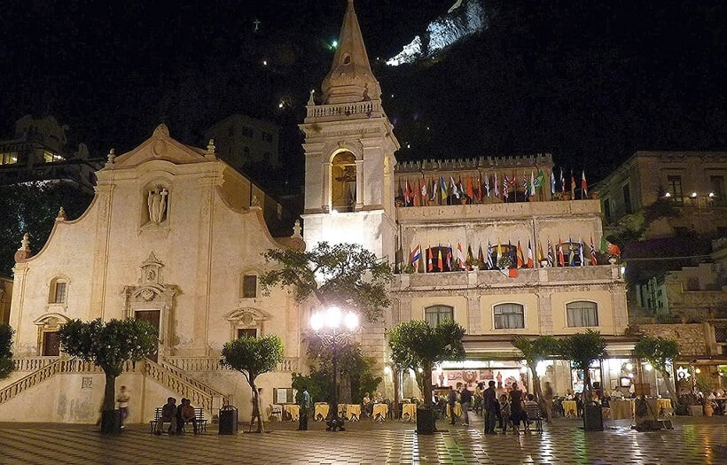 Piazza IX Aprile em Taormina