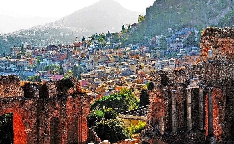 Vista da cidade de Taormina na Itália