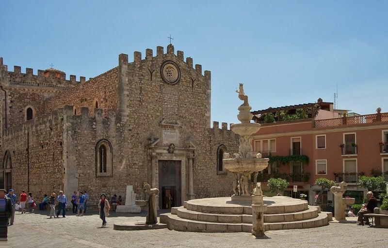 Piazza Duomo em Taormina
