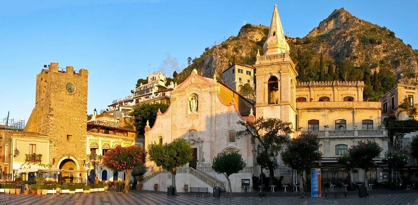 Praça IX Aprile em Taormina