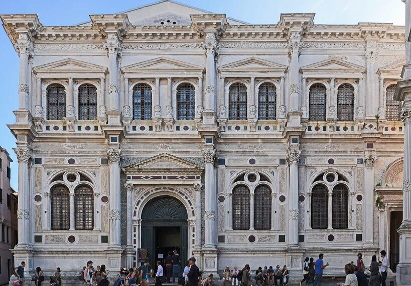 Fachada da Igreja de São Roque em Veneza