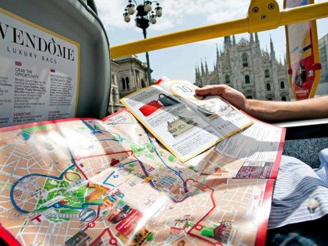Passeio de ônibus turístico em Milão