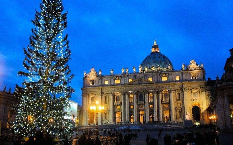 Árvore de Natal montada no Vaticano