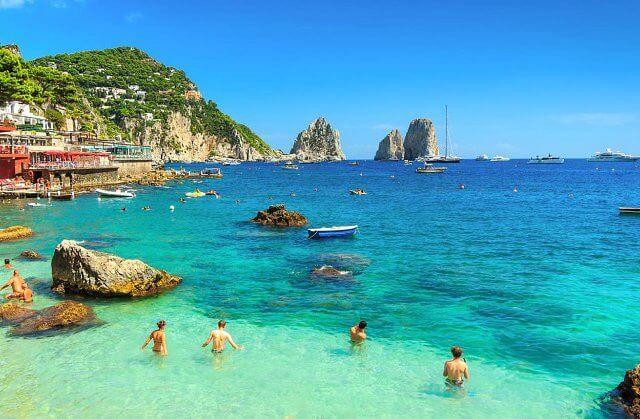 Pontos turísticos na Ilha de Capri