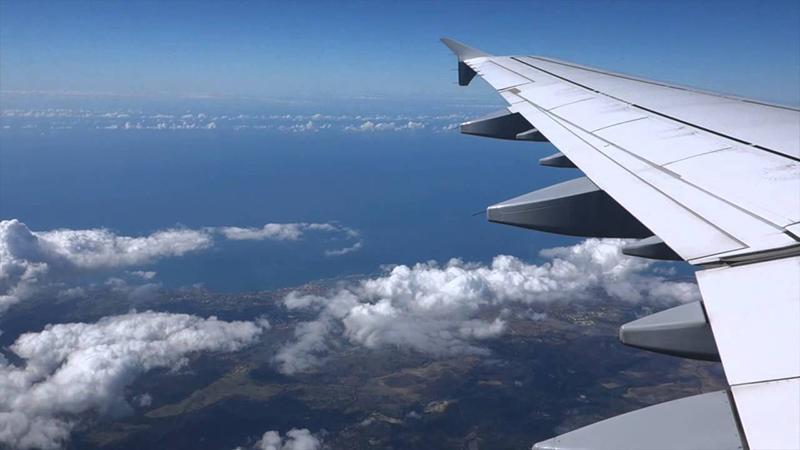 Viagem de avião com destino para Roma