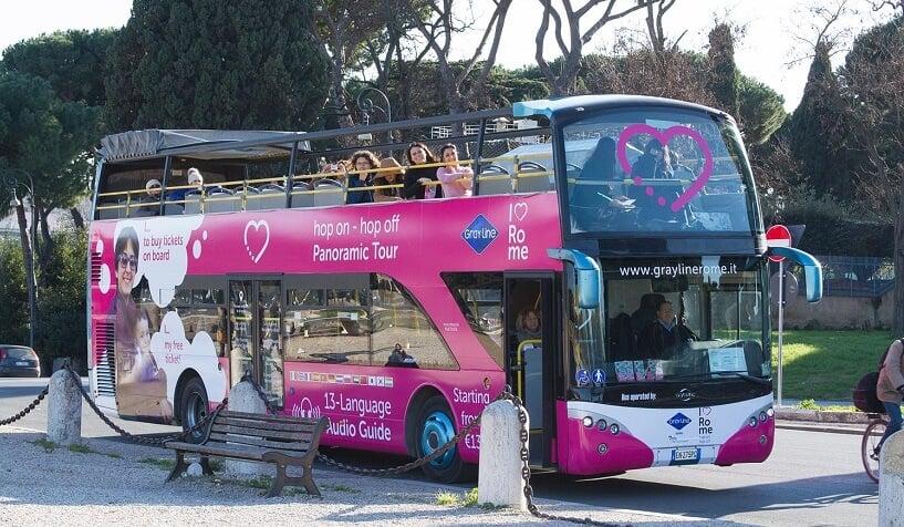 Passeio de ônibus turístico em Roma