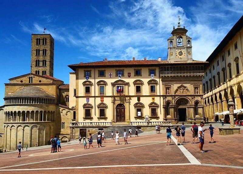 Piazza Grande em Arezzo na Itália