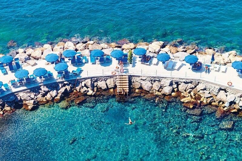 Beach club em Sorrento na Itália