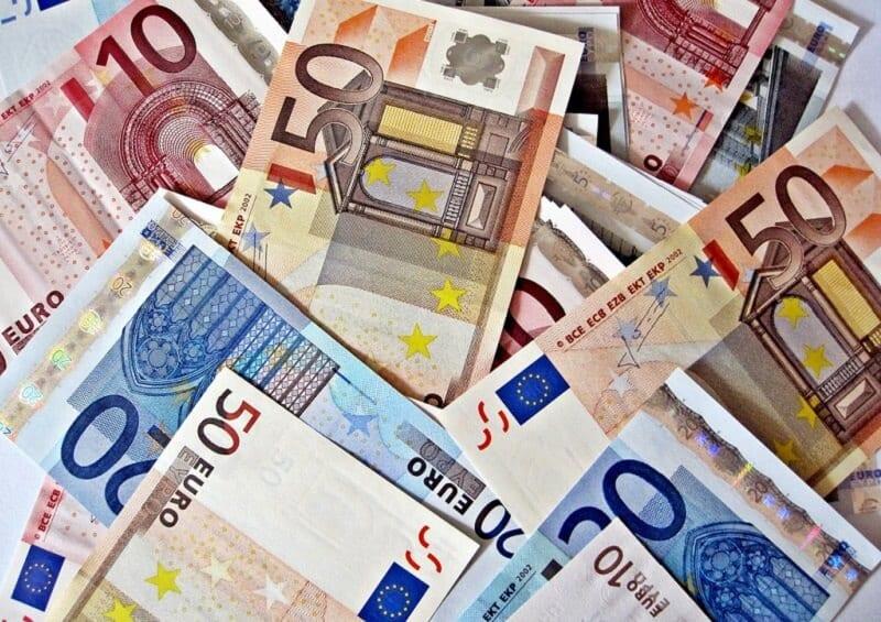 Notas de 10, 20 e 50 euros