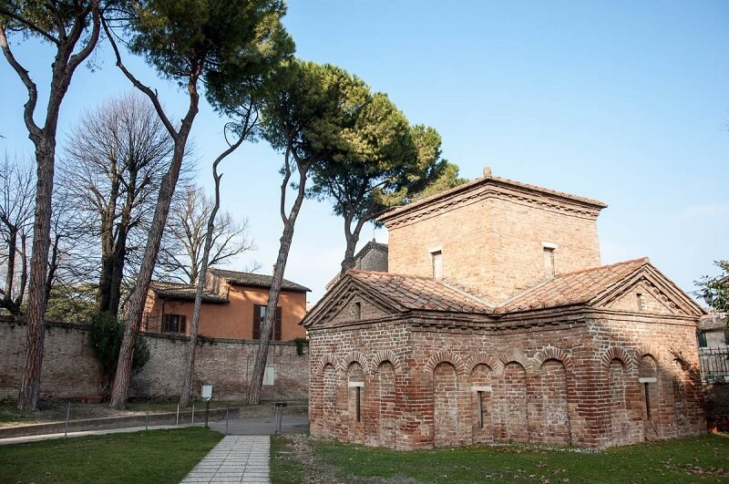 Mausoléu di Galla Placídia no centro histórico de Ravena