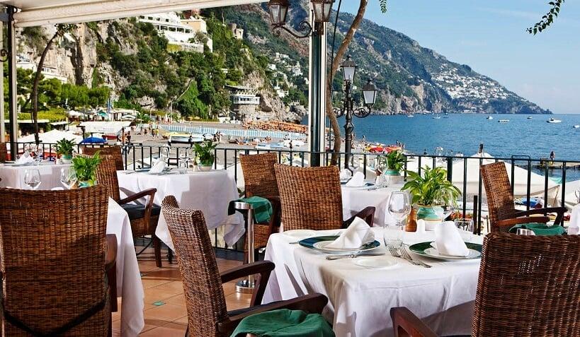 Restaurante à beira-mar