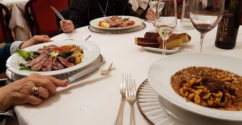 Pratos servidos no Ristorante Enzo em Siena