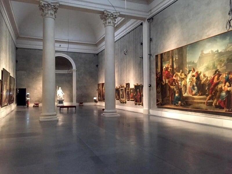 Interior da Galeria Nacional de Parma
