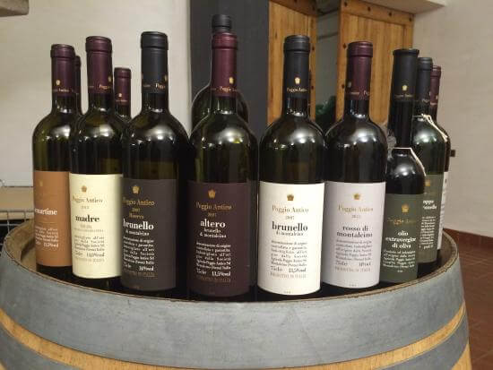 Garrafas produzidas na vinícola Poggio Antico