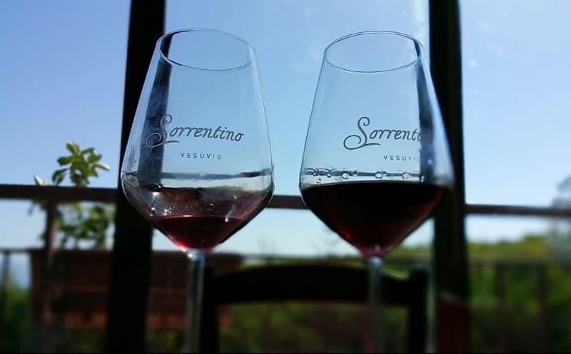 Taças de vinho da vinícola Azienda Sorrentino