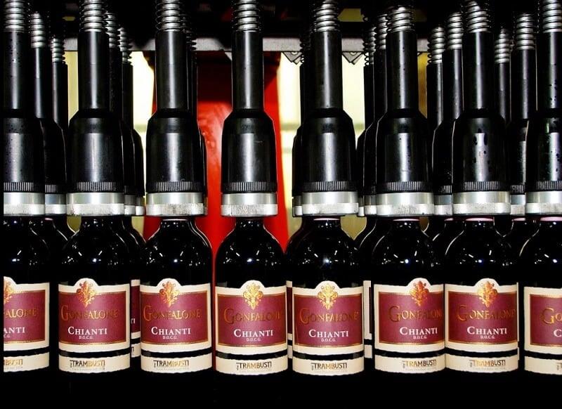 Garrafas de vinho da vinícola Chianti Trambusti S.R.L