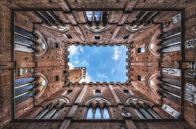Torre del Mangia vista debaixo