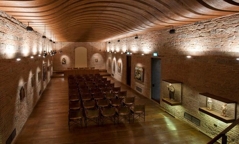 Interior do Palazzo Salimbeni em Siena